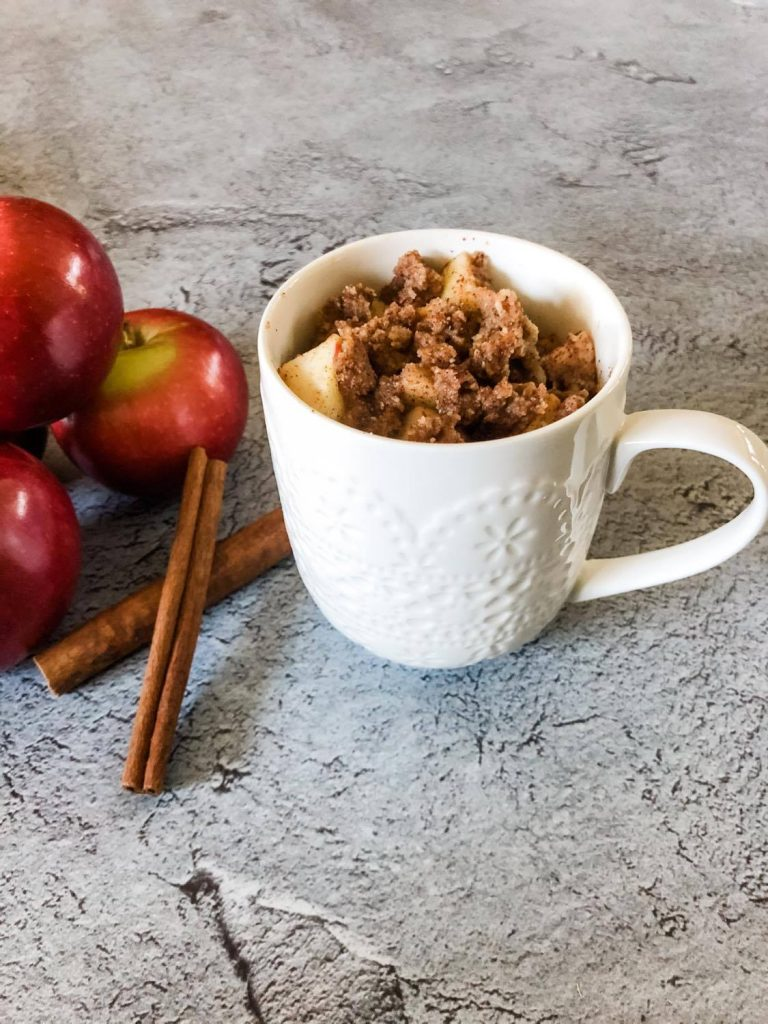 apple crumble with apples and cinnamon